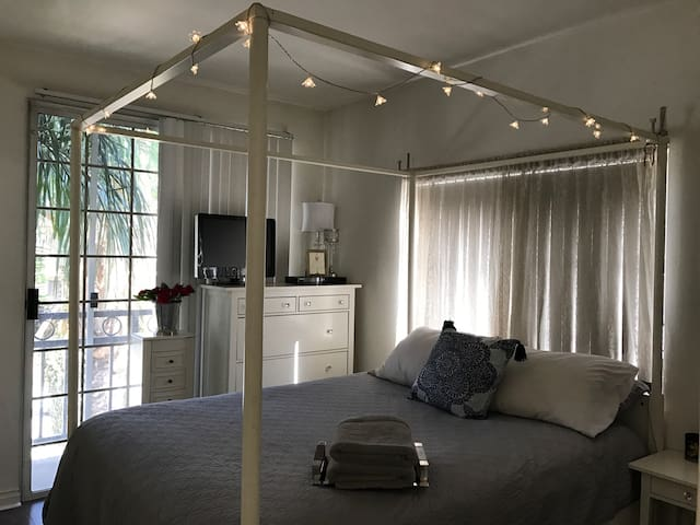 Master bedroom in WeHo/BeverlyHills - West Hollywood - Departamento