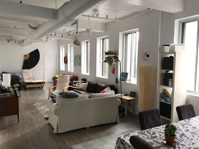Lovely bedroom - Loft in the Heart of the Plateau