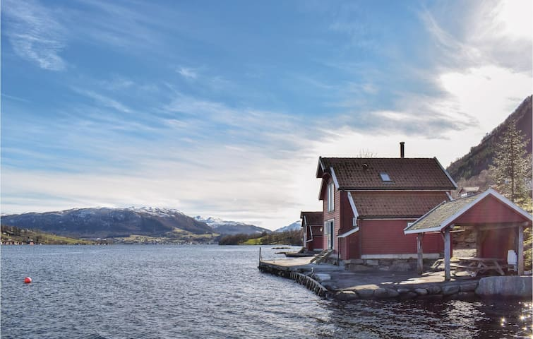 Holiday cottage with 2 bedrooms on 76m² in Ølensvåg