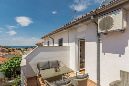 Apartments Cerovina / Apartment 5 minutes from beach and city,  4/5 persons