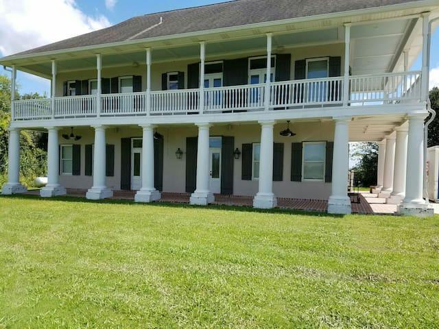 Bayou Belle Plantation Home~2Bd,2Ba - Barataria - Oda + Kahvaltı
