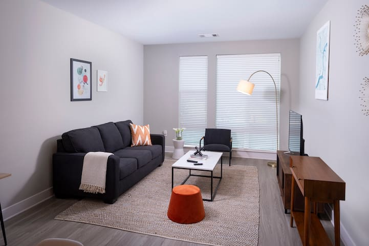 Sleek & Stylish 2BD/2BA - Parking, Gym, Pool