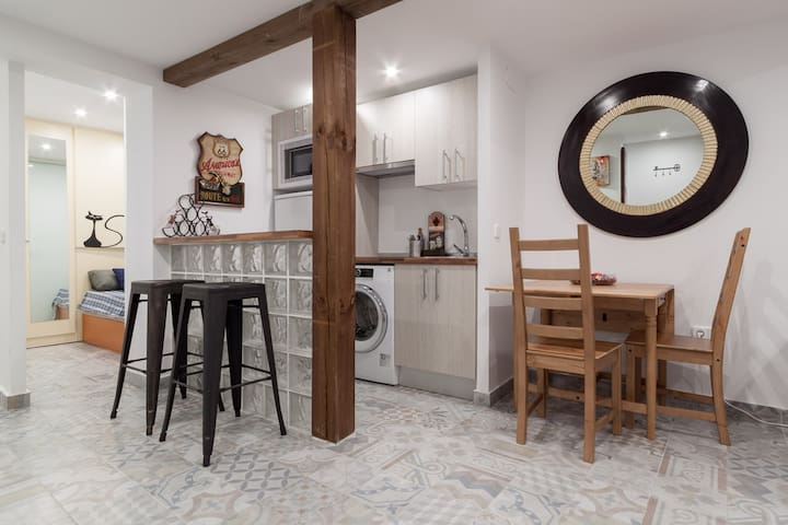 MODERN & RENEWED 2BD/1B DOWNTOWN - Madrid - Appartamento