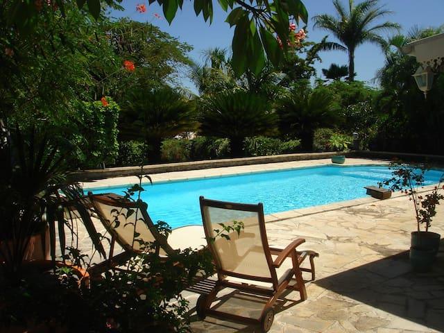 Bungalow de charme dans un parc exotique & piscine