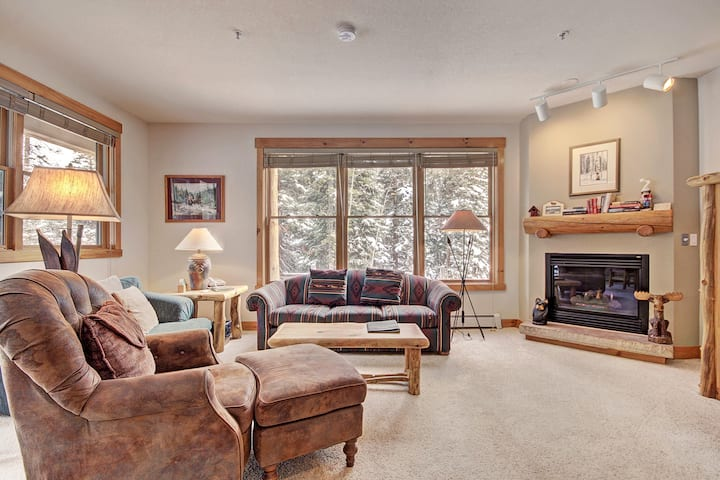 2 Bedroom Townhome Hideaway in Trappers Crossing!