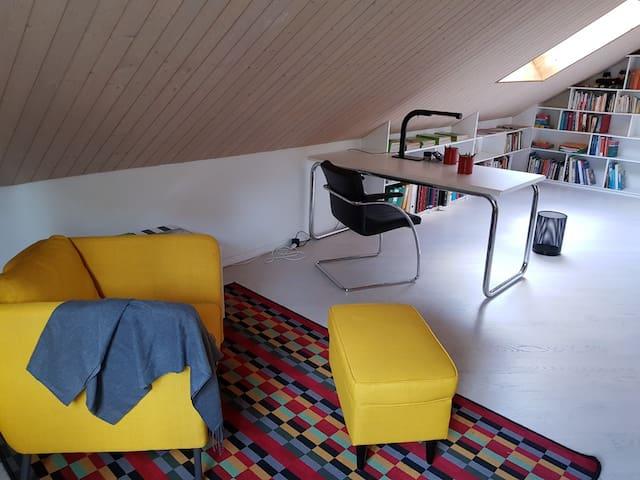 Galerie mit Pult und Sitzecke (Schlafzimmer und Galerie  55 m2)