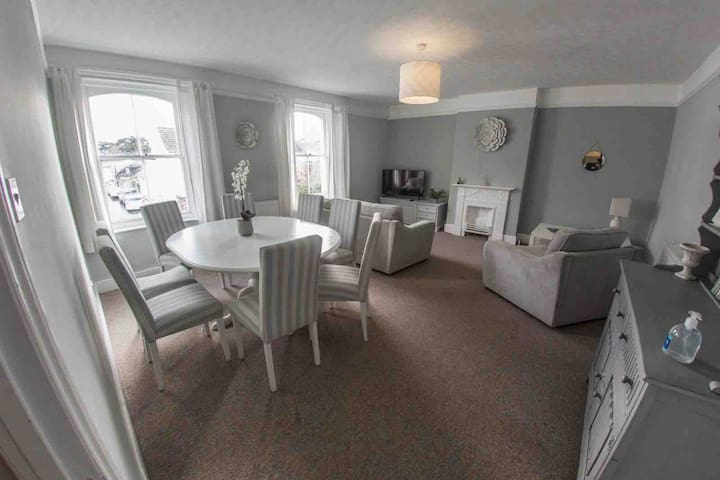 Heart of village accommodation @ Moondance loft