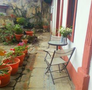 ´Cala´ -Spacious colonial room - Quezaltenango