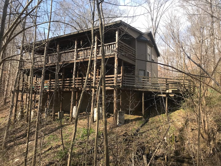 The Creekside Lodge at Window Cliff Valley