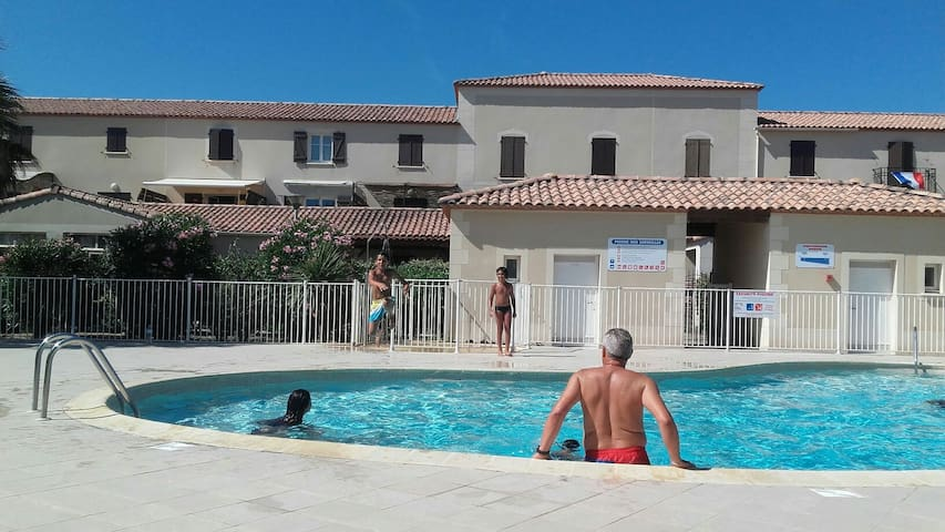 Belle villa wiffi a 200 m de la plage piscine - Narbonne plage  - Huis