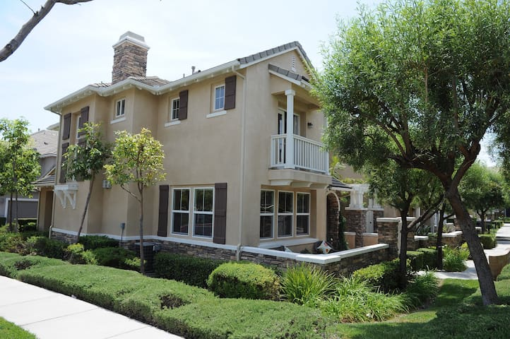 Comfort, Convenient, Clean, & Homy Townhome - Rancho Cucamonga - ทาวน์เฮาส์