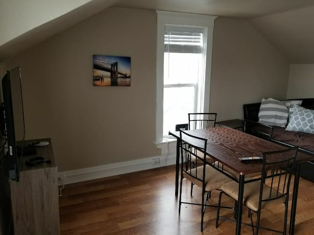 Spacious Loft near Downtown with kitchen & office