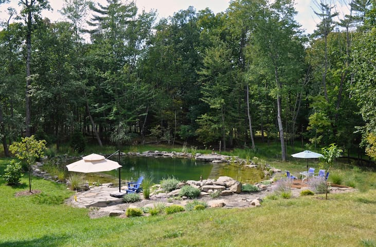 AFFORDABLE WOODSTOCK 1 Br, Pool/Pond, WiFi, AC, TV