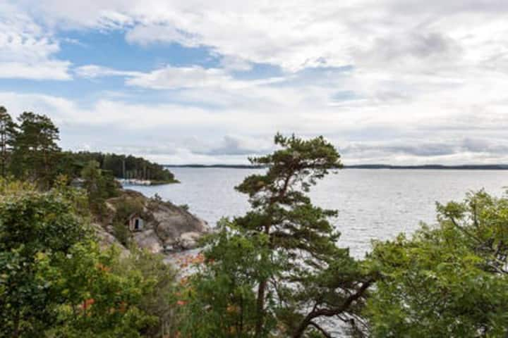 Double room by the sea 35 min from Stockholm