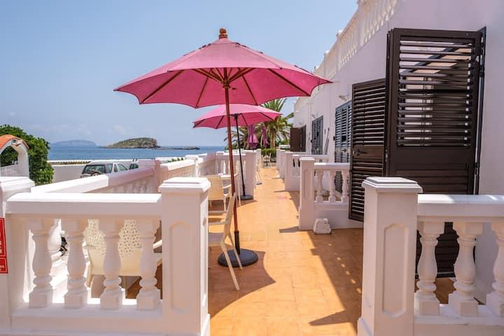 Appartement fantastique climatisé au bord de la mer, avec Wi-Fi, piscine et terrasse.