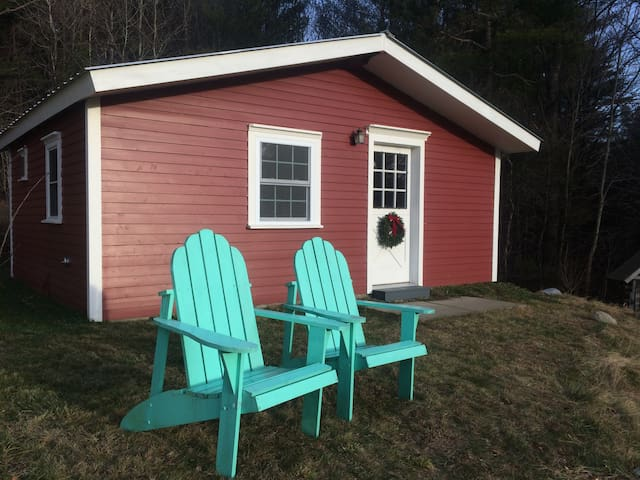 Guest Cabin at Watermans Berry Farm - Johnson - Hytte