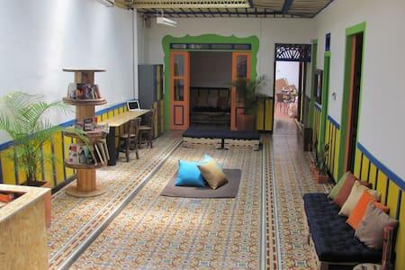 Baladar Hostel Pereira - ペレイラ
