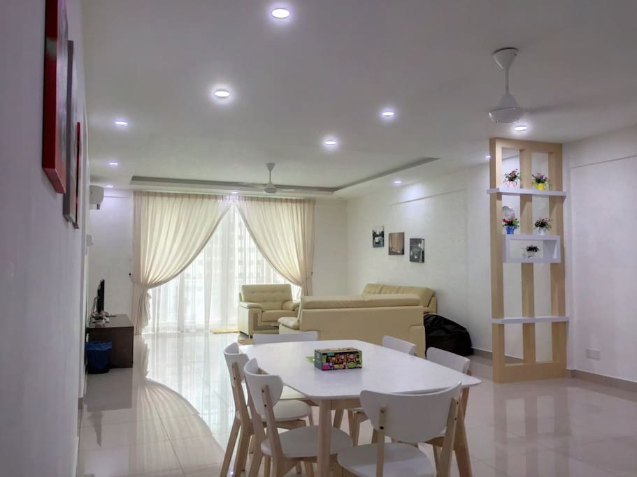 Large living & dining area