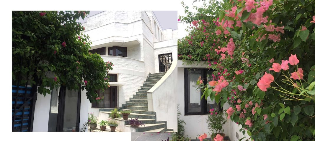 Private Room in a Bungalow-H Room-SuaCasa, Gurgaon