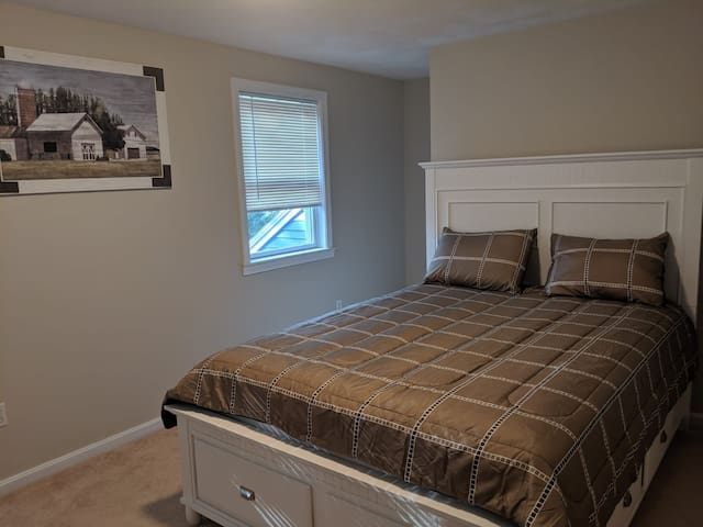 PRIVATE BEDROOM  IN  WESTFORD