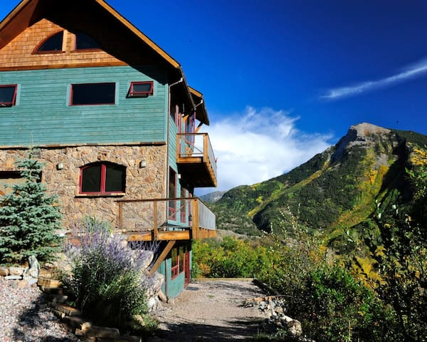 The cabin IN the Sky.Off the grid IN style, nature