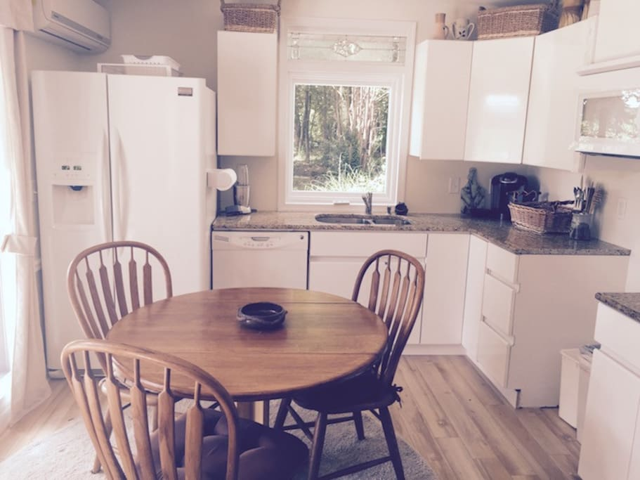 Bright and Sunny kitchen- Full kitchens with Jenn Aire Stove, Keurigs and coffee, refrigerator, freezer. microwave, dishes wraps. jenn Aire Stove