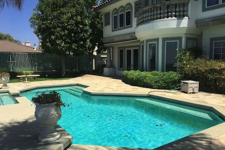 Nice Private Room Bath& Balcony 可讲中文 - West Covina - Villa