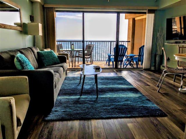 Cozy oceanfront condo with stunning ocean views