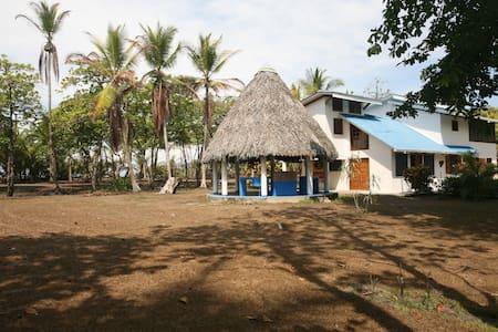 Casa Ananda beachfront paradise - Zancudo