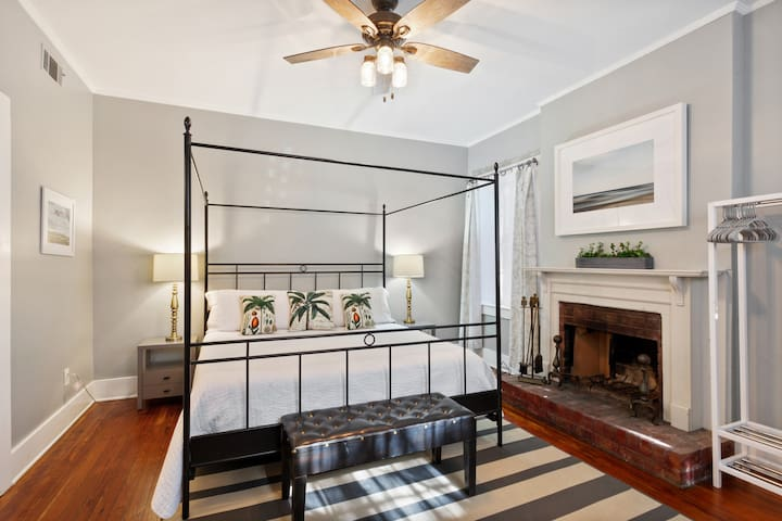 Historic Savannah Garden Apartment 310