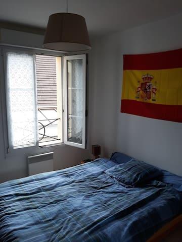 Chambre dans bel appartement centre ville!