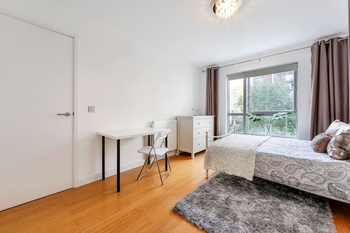 Bright and spacious room with Private bathroom