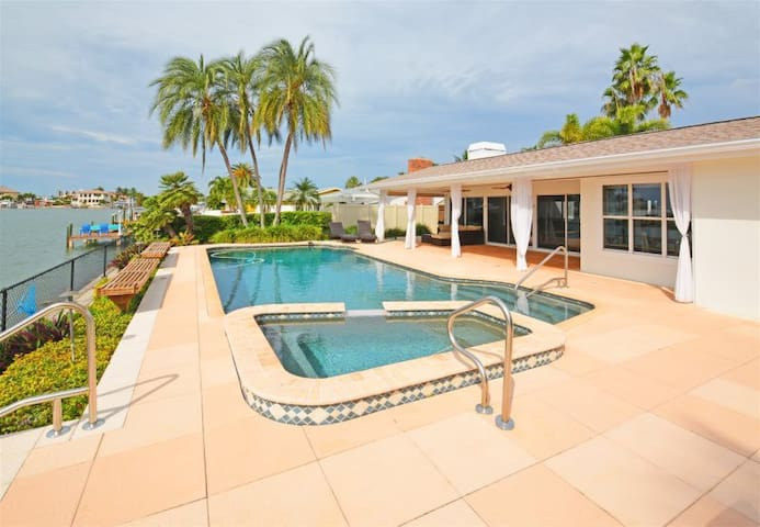 Waterfront Pool, Open Living Space, Gorgeous Views