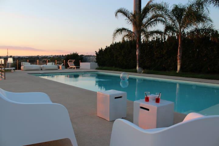 Casa Antea . Villa  con piscina