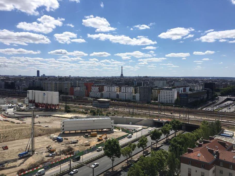 Vue dégagée sur la Tour Eiffel
