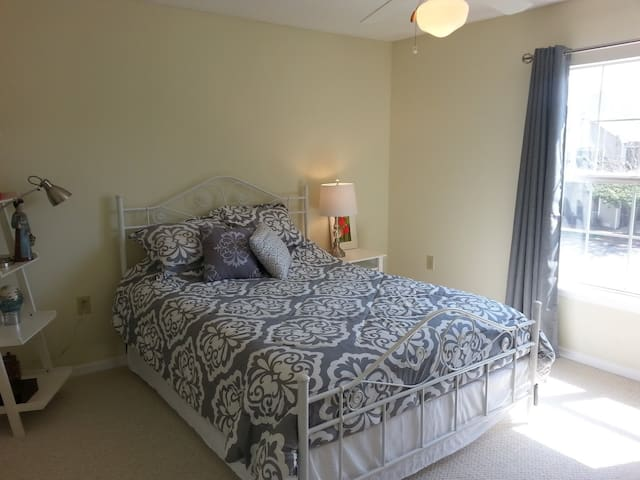 Cozy condo near High Point University - High Point - Osakehuoneisto
