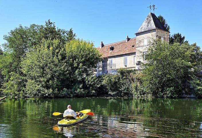 Les Trois Chambres au chateau de Laubardemont - Sablons - Guesthouse
