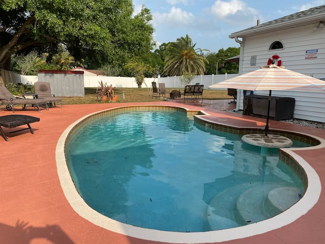 POOL HOME *NEAR BEACHES* XL Backyard