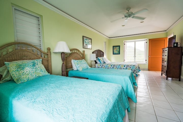 Large Private Bedroom & Bathroom in private villa