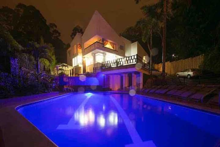 PARQUE LLERAS POBLADO MANSION POOL JACUZZI5000SQFT