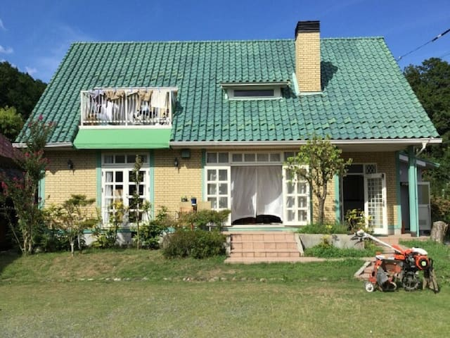 [30mins->Kameoka Sta.]Western-style villa + garden