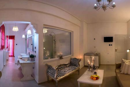 Luxury Suite with Jacuzzi and Sea View - Larisa - Bed & Breakfast - 2