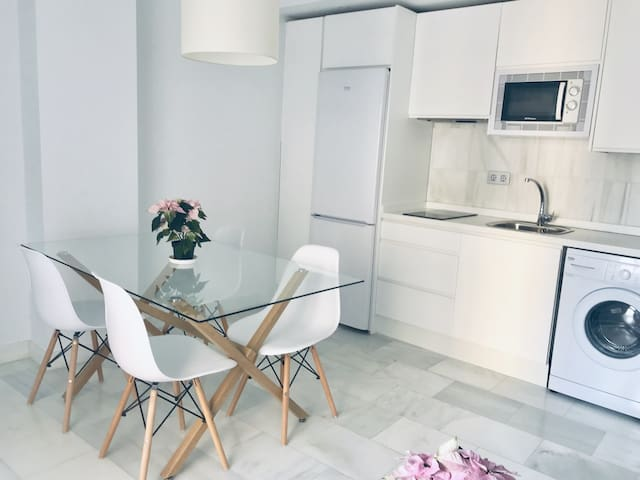 Spacious and modern Apartment with free parking in the heart of Granada 9