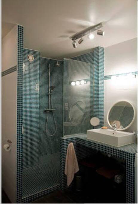 "Salle de bain spacieuse ""à l'italienne"""
