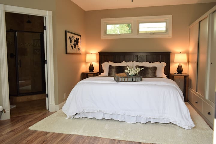 The Suite on Gold, Bed and Bath with private entry - Redding - Guesthouse
