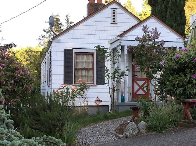 Carr Street Cottage  (Old Town) - Tacoma - House