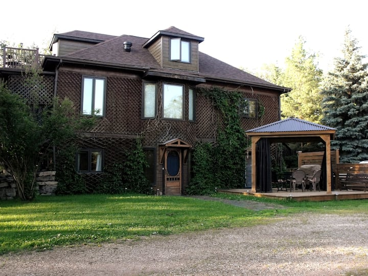 Private, modern 2 bdrm country suite close to YEG