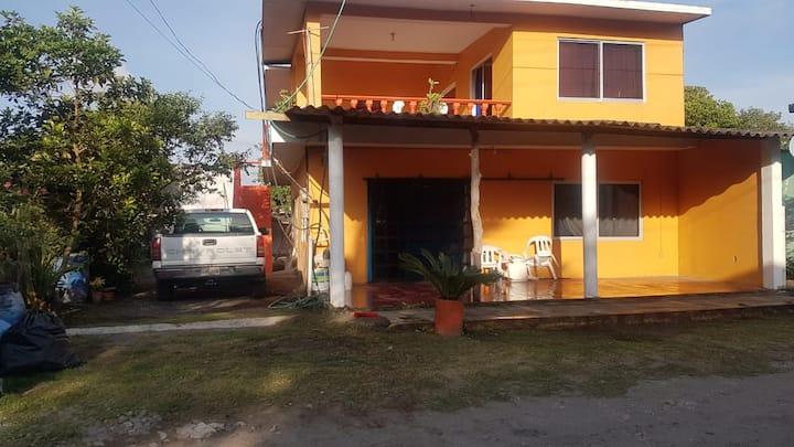 La casa amarilla de los abuelos