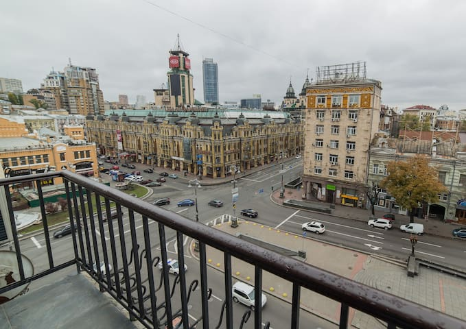 Ultimate Location- 3 Room Apartment - VIEW!