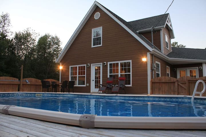 Beautiful Vacation Home with 37 Foot Swimming Pool